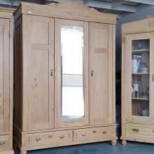 Schrank mit Glas- oder Spiegeltür